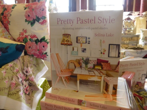 Pretty pastel style fair 025